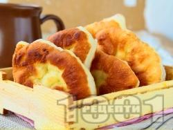 Страхотни бабини пържени пухкави меки мекици с домашо тесто от кисело мляко, сода и бакпулвер (без мая и без втасване, с бакпулвер и хлебна сода) - снимка на рецептата